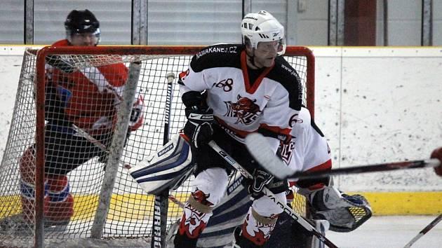 Ze druhého finálového zápasu mezi domažlickými týmy SKP a Devils.