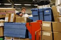Ilustrační foto. Balík vám může doručit nejen Česká pošta, ale také řada jiných dopravců.