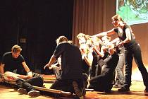 Dvojjazyčné studentské představení pojednává o Janu Husovi.