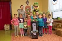 Dětem z Mateřské školy v Dělnické ulici ve Kdyni přinesl čističky vzduchu jim dobře známý žabák Jak.