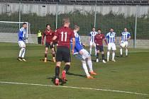 Jiskra Domažlice (v modrobílém) v jarní části sezony odehrála pouze jediný zápas v Praze na Strahově proti B-týmu Sparty (1:3).