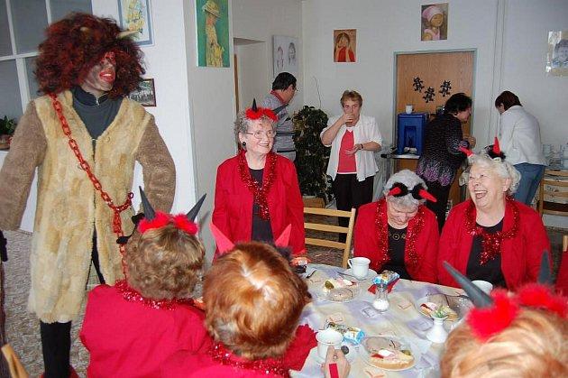 Mikulášské odpoledne v domově pro seniory v Baldovské ulici 2. prosince.