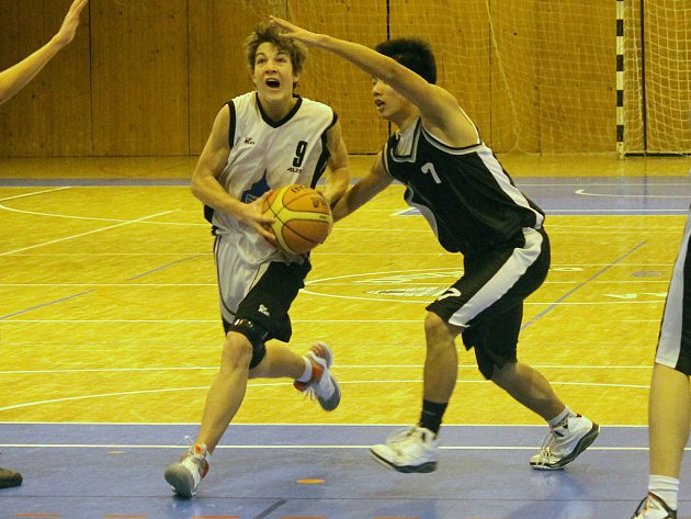 Z utkání mladých basketbalistů Jiskry Domažlice.