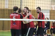 Dvě výhry a šest bodů. To je bilance volejbalistů druholigových Domažlic v sobotních zápasech 29. a 30. kola soutěže proti rezervě Karlovarska.