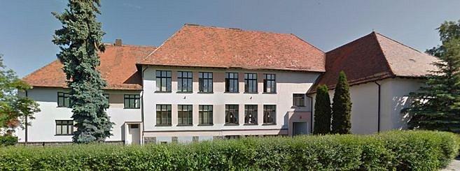 PODOBA MASARYKOVY ŠKOLY po přestavbě po II. světové válce. Takto si jí pamatuje většina obyvatel Holýšova.