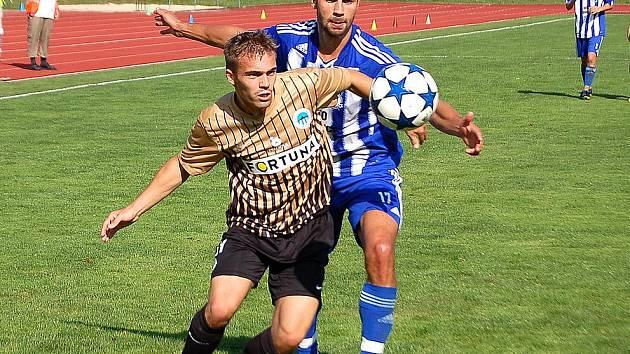 Martin Knakal ještě v modrobílém dresu Jiskry Domažlice.