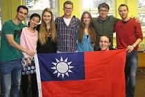 STUDENTI z cizích zemí se na domažlické obchodní akademii cítili jako doma.
