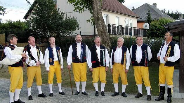 V Pelechách dnes představili veřejnosti zrekonstruovanou chalupu.