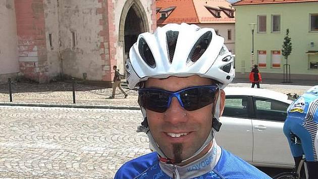 JIŘÍ BAIER Z DOMAŽLIC začal se silniční cyklistikou před třemi lety. Nedávno vyhrál ve své kategorii časovku na Modravu.