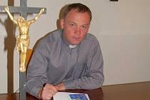 Farář Miroslaw Gierga.