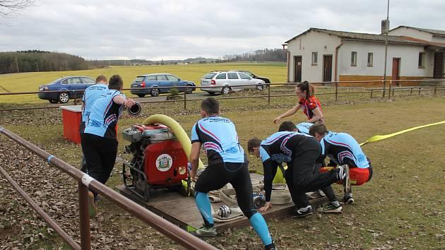 Oprechtický tým při natáčení video spotu pro Haima Cup 2019 na hřišti v Zahořanech.
