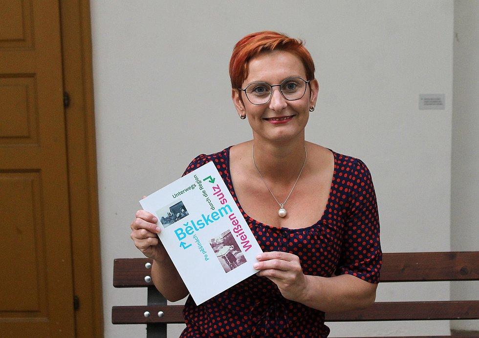 Autorka knihy Po pěšinách Bělskem Kristýna Pinkrová.
