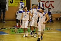 Basketbalistům A-týmu Jiskry Domažlice se letošní sezona zastavila po odehrání základní části druhé ligy, ve které skončili pátí. Čtvrtfinále play-off ale už odehrát nestihli.