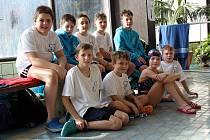Na snímku je většina z domažlické plavecké výpravy na Malé ceně Chodska.