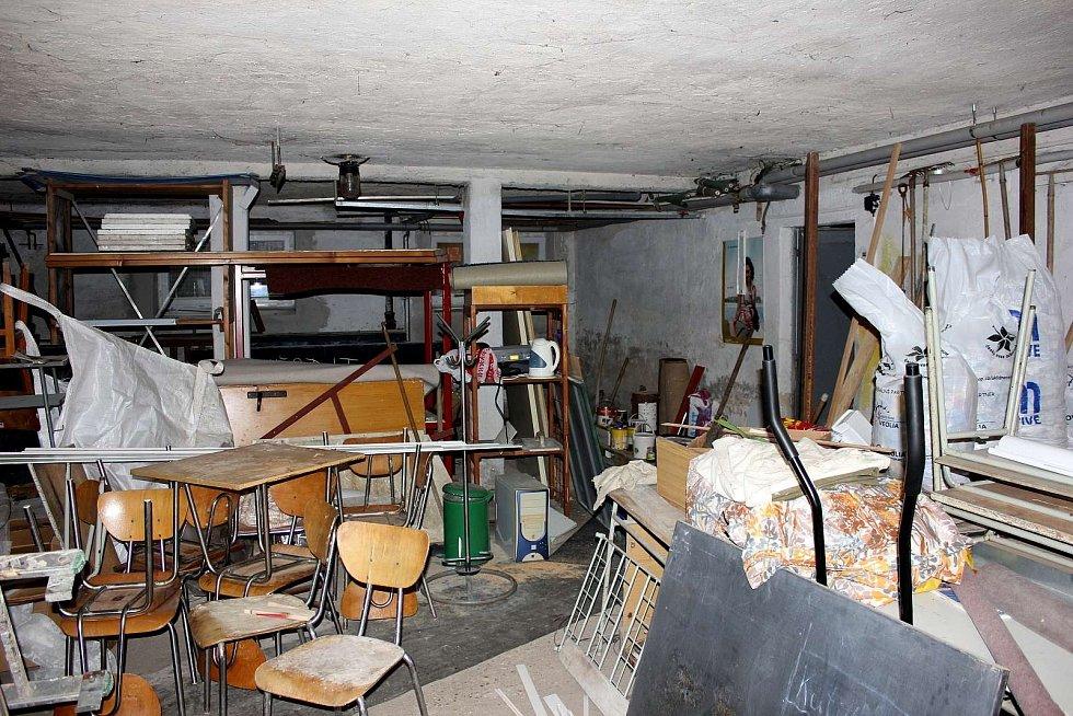 Dílny mrákovské školy se rodily přes rok z prostor bývalé uhelny. Tak to vypadalo před počátkem prací.