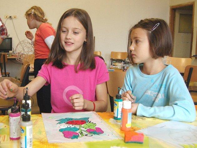PS Jitřenka ze Kdyně uspořádala pro děti od sedmi do patnácti let tábor v Zelené Lhotě. Místo posedávání u televize si děti užily spoustu legrace