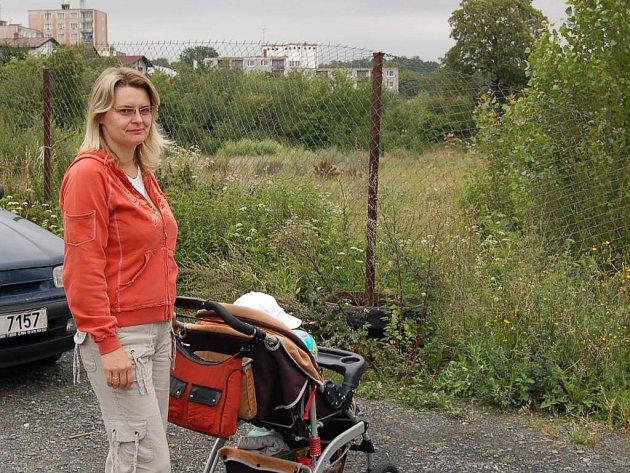 """Tady měl stát Kaufland. To ale vadí třeba Alžbětě Höfnerové: """"Přiznám se, že ze stavby supermarketu nejsem nadšená."""""""