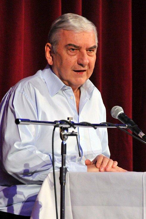Herec Miroslav Donutil v Holýšově.