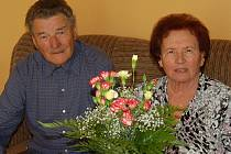 Manželé Vlasta a Miroslav Svobodovi z Kouta na Šumavě slaví právě dnes diamantovou svatbu
