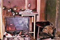 Následky ničivého požáru Chodského hradu v dubnu 1995.