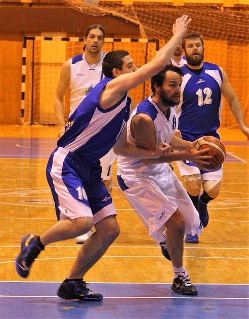 Z utkání basketbalistů Domažlic.