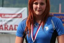 ÚSPĚŠNÁ KLADIVÁŘKA Lucie Staňková se zlatou medailí z Mistrovství České republiky v atletice juniorů a dorostenců.