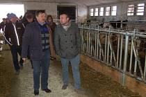 Z prohlídky opravené zemědělské farmy v Dolním Metelsku.