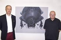 Výtvarník Václav Sika (vpravo) vystavuje s Tilo Ettlem v pražské Galerii kritiků.