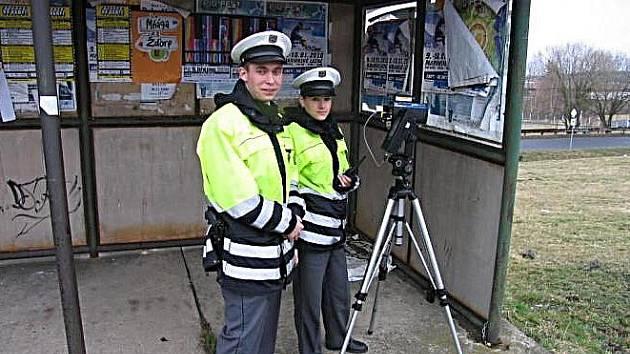 Ilustrační foto. Policisté při měření rychlosti.