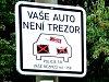 Policie marně upozorňuje řidiče, aby v autech nic nenechávali.