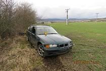 ŘIDIČ havaroval s vozidlem, které nemělo platnou technickou  kontrolu ani zelenou kartu.