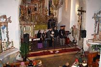 Na koncertě klatovské skupiny Zebedeus.