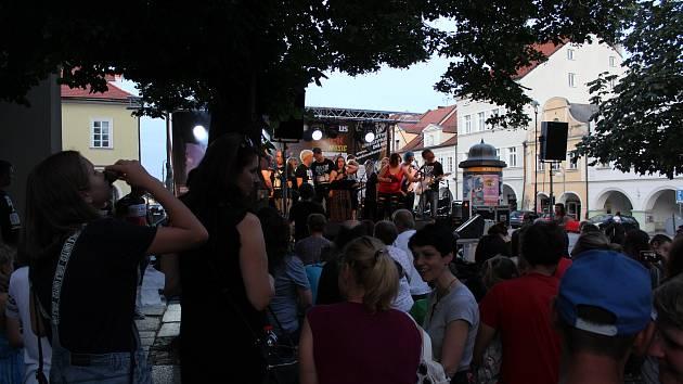 Koncert z cyklu Hudba v alejích se koná v pátek 23. srpna.