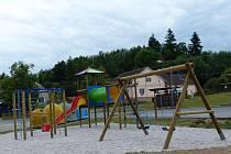 Nové dětské hřiště v Otově.