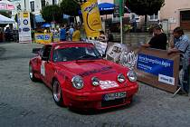 FAVORITÉ. S tímto krásným Porsche 911 RSR pojedou hlavní aspiranti na vítězství Norbert Henglein a Günter Röthel.