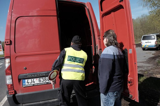 Policisté kontrolovali vozidla uLískové.