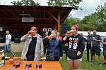 Kolovečtí pili pivo a házeli sudy.