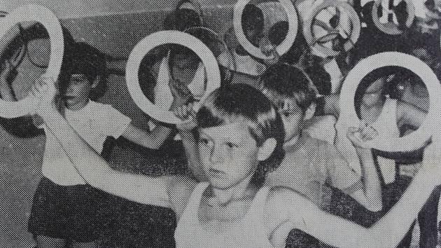 Spartakiádní cvičení chlapců 1980 v Postřekově.