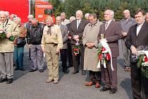 Desítky lidí se přišly poklonit a zavzpomínat k všerubskému památníku na ty, kteří se stali oběťmi  komunistického režimu.