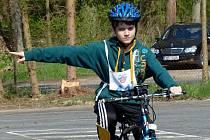 Z okresní dopravní soutěže mladých cyklistů.