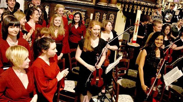 Tees Valley Youth Choir and Orchestra v horšovskotýnském kostele.