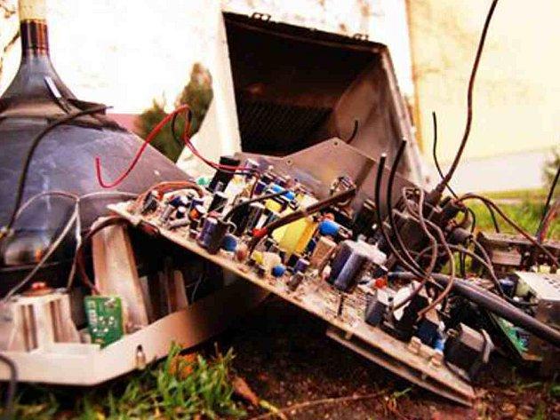 Elektroodpad nepatří do popelnic. Zdarma jej můžete odevzdávat ve sběrných dvorech nebo při podobných akcích.