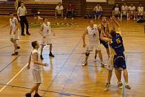 Basketbalisté Jiskry Domažlice v utkání s Teplicemi.