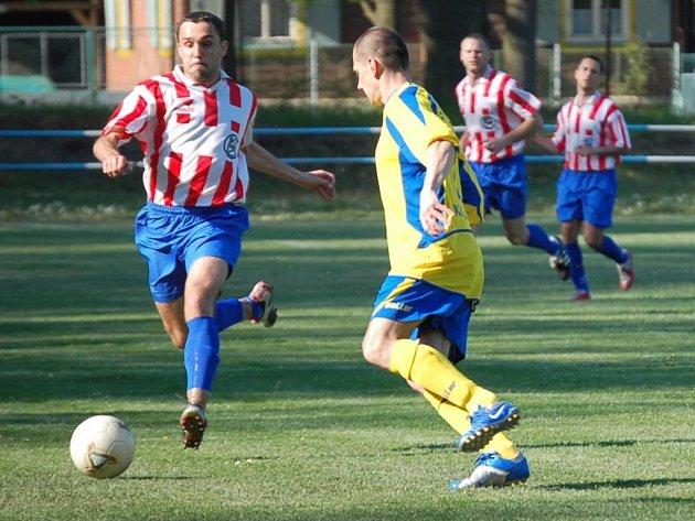 Poběžovičtí fotbalisté (vlevo Zbyněk Krutina) hostí o víkendu Stod