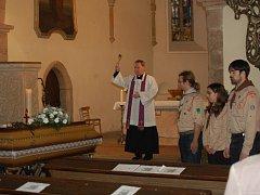 POSLEDNÍ ROZLOUČENÍ s Jiřinou Paroubkovou se konalo v domažlickém kostele U Všech svatých. Obřad vedl farář Miroslaw Gierga.