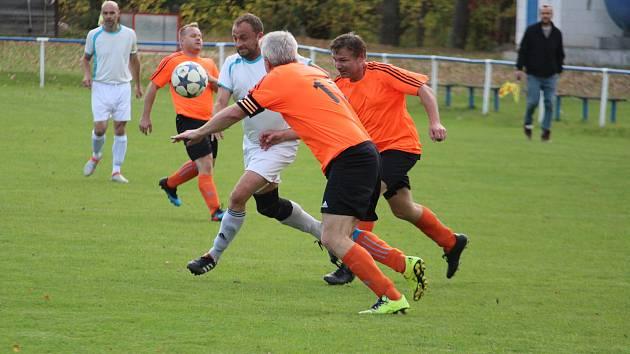 FK Staňkov C (v oranžovém) - Sokol Babylon (v bílém) 2:0 (1:0).