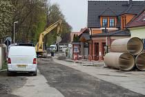 Investiční akce Čistá Berounka byla obyvatelům na očích tři roky. Dělníci museli pro pokládání nových potrubí rozkopat většinu ulic ve městě.