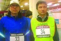 DOMAŽLICKÝ ULTRACHODEC Roman Psůtka (č. 33) na startu závodu na 24 hodin v Bourges se Zdeňkem Simonem.