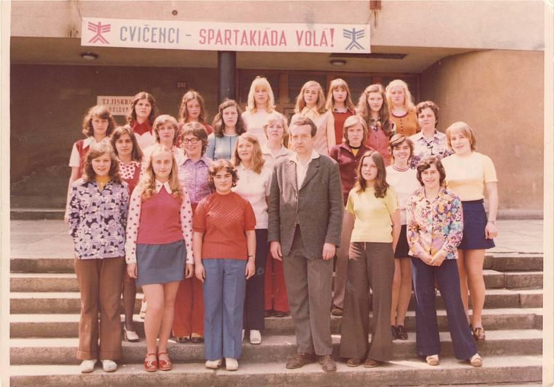 Domažlické gymnázium si připomíná 150 let od svého vzniku. Součástí programu je nostalgická kavárna, kde návštěvníci uvidí historické fotky. Na snímku je poslední zvonění v roce 1978.