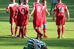 Sokol Osvračín (v červeném) - Slovan Kvíčovice (v bílozeleném) 3:1.
